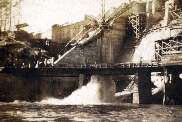 1925: West End of Spillway and Intake
