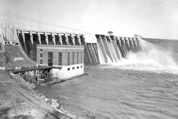 1926: Completed Dam and Powerhouse